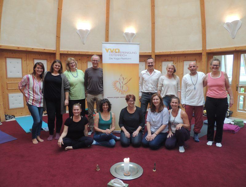 Yoga & Strömen: Yoga-LehrerInnen-Gemeinschaft – gibt's das?