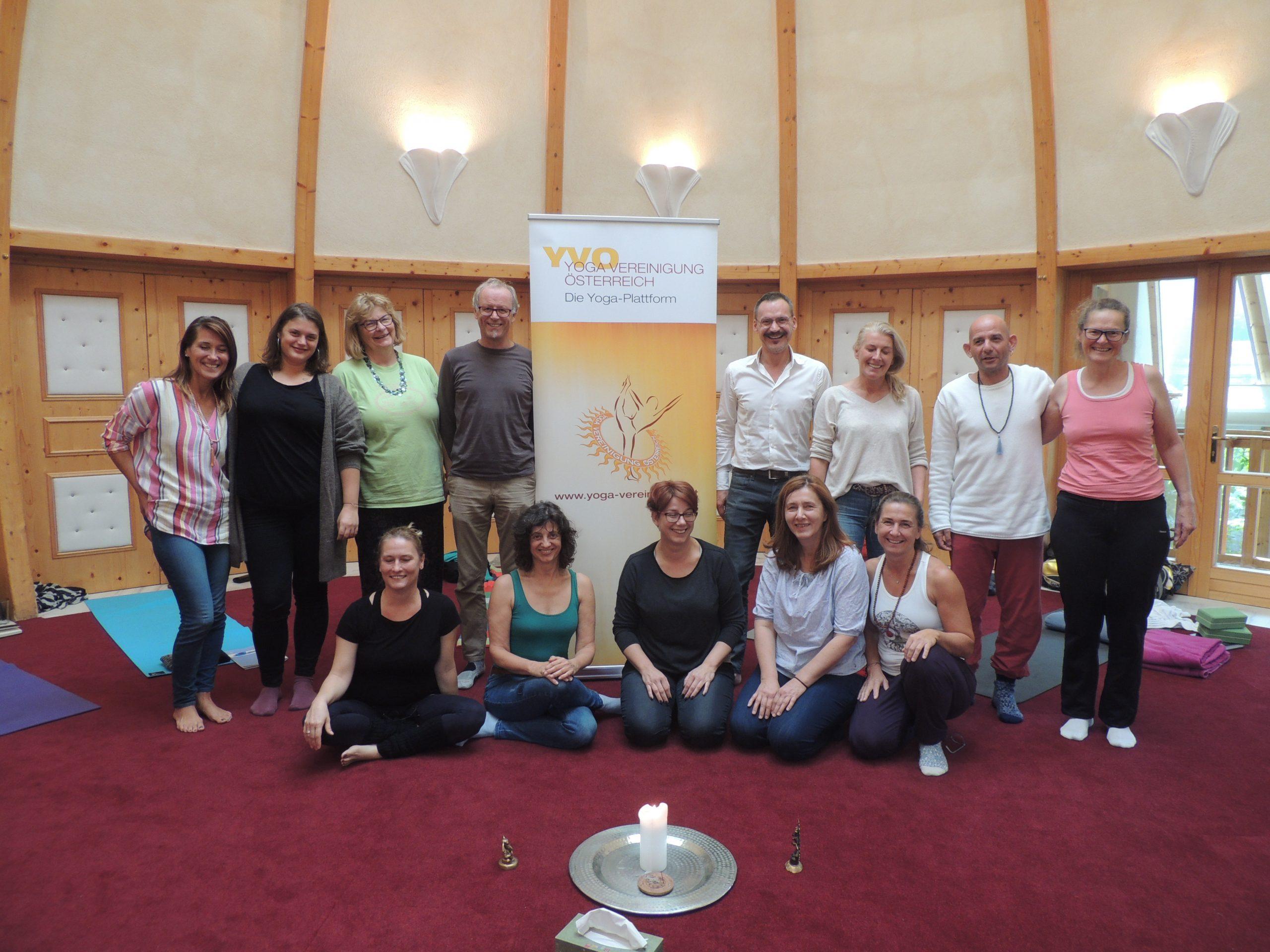 Yoga-LehrerInnen-Gemeinschaft – gibt's das?